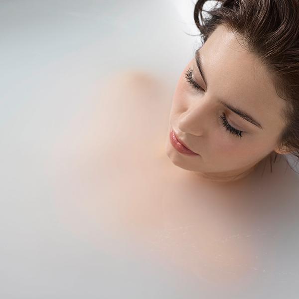 Essential Bathing – Hydrosense Micro Bubble Spa System – Woman in microbubble bath